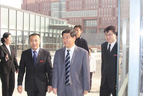 三亚市副市长李柏青率代表团访问中瑞酒店管理学院