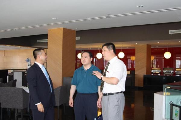 副书记唐立军到中瑞酒店管理学院指导工作