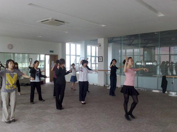 体育教学 中瑞酒店管理学院开设体育舞蹈课程