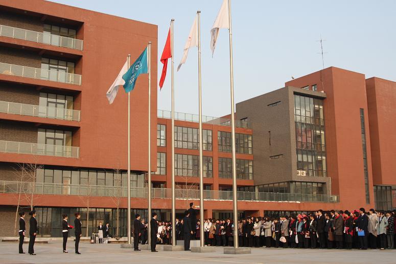 行升国旗仪式是中瑞酒店管理学院对青年学生进行爱国主义教育的