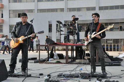青岛恒星职业技术学院举办第一届大学生摇滚节