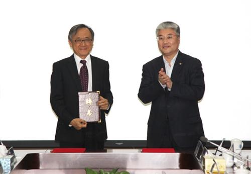 中国海洋大学行远书院揭牌暨钱致榕先生受聘仪式举行