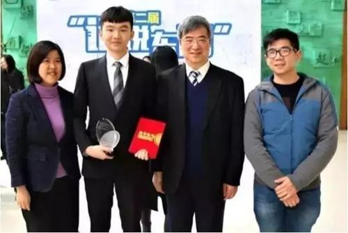 常务副院长刘芹教授、中英国际学院王天鹤同学、教育部基础教育课