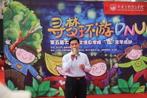 """活动主办方还为每位参加活动的小朋友准备了一盆可爱的绿植和一个"""""""